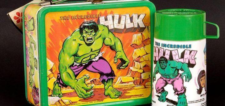 Lancheira antiga com garrafa Hulk