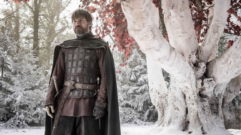 Jaime Lannister, de Game of Thrones, ao lado da Árvore Ancestral de Winterfell