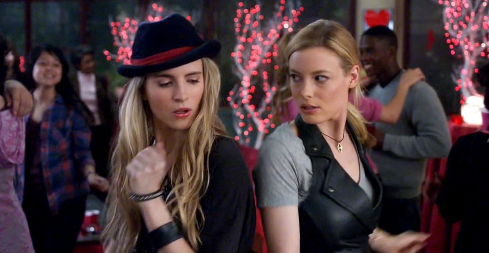 Brit Marling e Gillian Jacobs na série Community