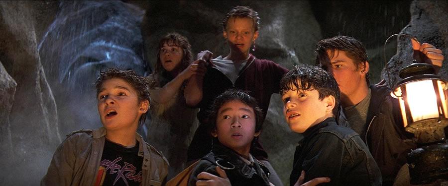 Cena do filme Os Goonies nos anos 80