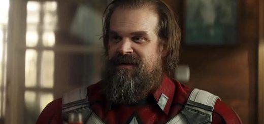 David Harbour como Guardião Vermelho