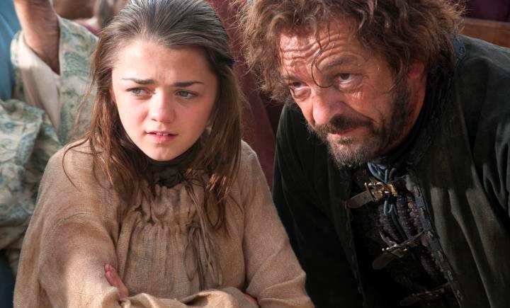 Personagem Yoren com Arya Stark na série Game of Thrones